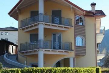 Case in Legno:  Casa In muratura con tetto e solai in Abete