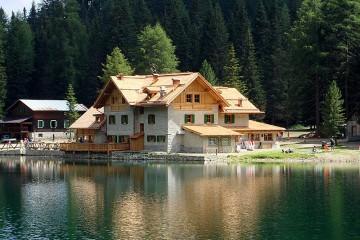 Strutture ricettive (hotel, villaggi) in Legno: Rifugio Lago Nambino Nordhaus