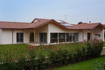 Realizzazione Casa in Legno Parabiago / Milano di Raro Haus