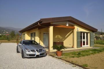 Realizzazione Casa in Legno Casa Alessio di Vibrobloc S.p.A.