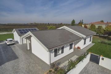 Realizzazione Casa in Legno Sunset home di Vibrobloc S.p.A.
