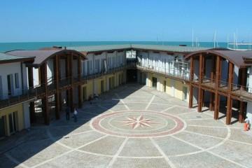 Strutture ricettive (hotel, villaggi) in Legno: Marina Dorica L.A. COST