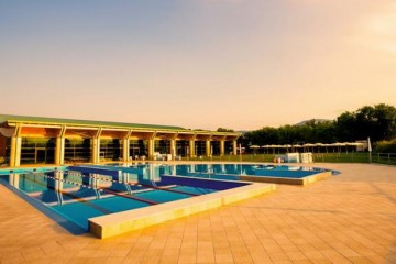 Strutture ricettive (hotel, villaggi) in Legno: Piscina – Fabriano L.A. COST