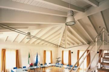 Realizzazione Tetto in Legno Sala Consiliare Comune di Cinigiano di COSTANTINI LEGNO - L.A. COST