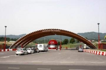 Tetti in Legno in Legno: Ingresso Autodromo del Mugello