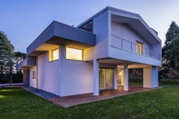 Realizzazione Case in Legno Villa Pordenone di BIOHAUS