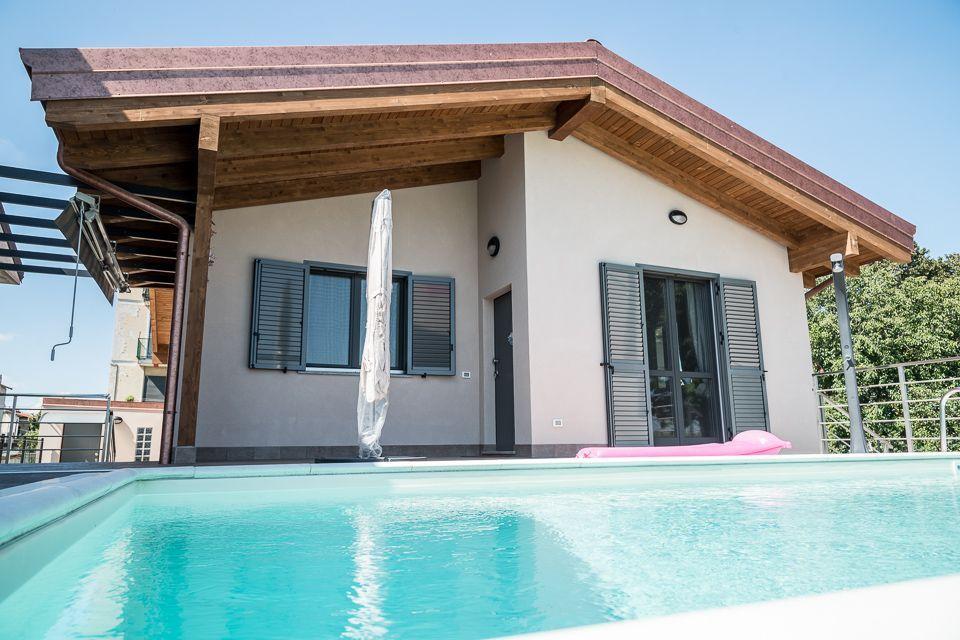 Casa in Legno in stile Classico: Cameri (Novara)