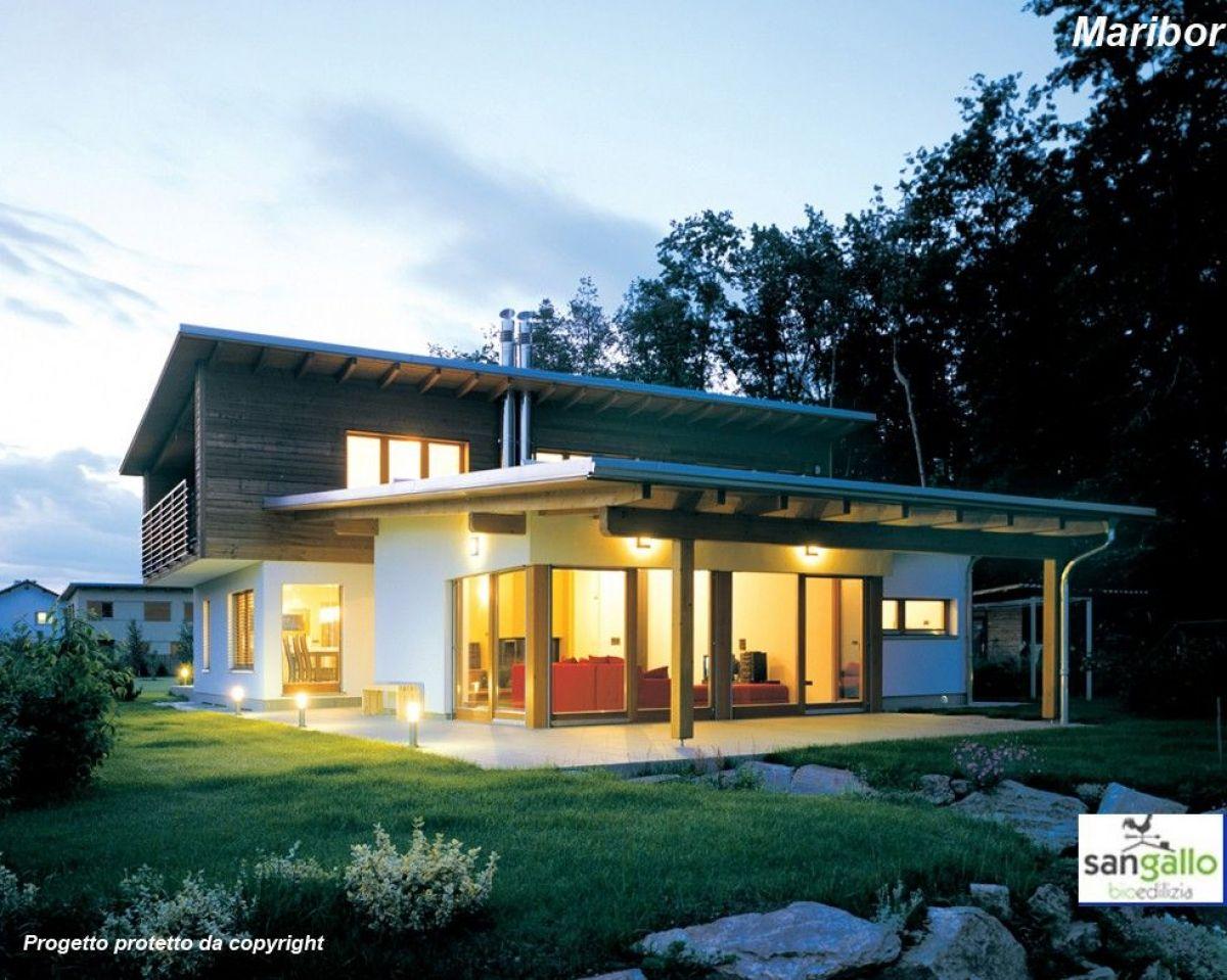 Casa in legno modello casa in bioedilizia costruita su for Casa costruita