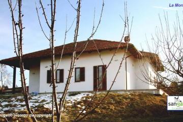 Casa in Legno Casa in bioedilizia costruita su progetto /La morra (CN)