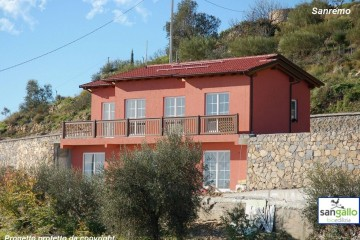 Casa in Legno Casa in bioedilizia costruita su progetto /Sanremo (IM)