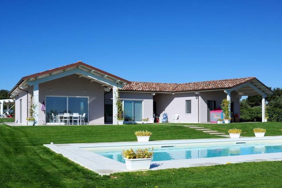 Casa in Legno in stile Classico: Villa monofamiliare