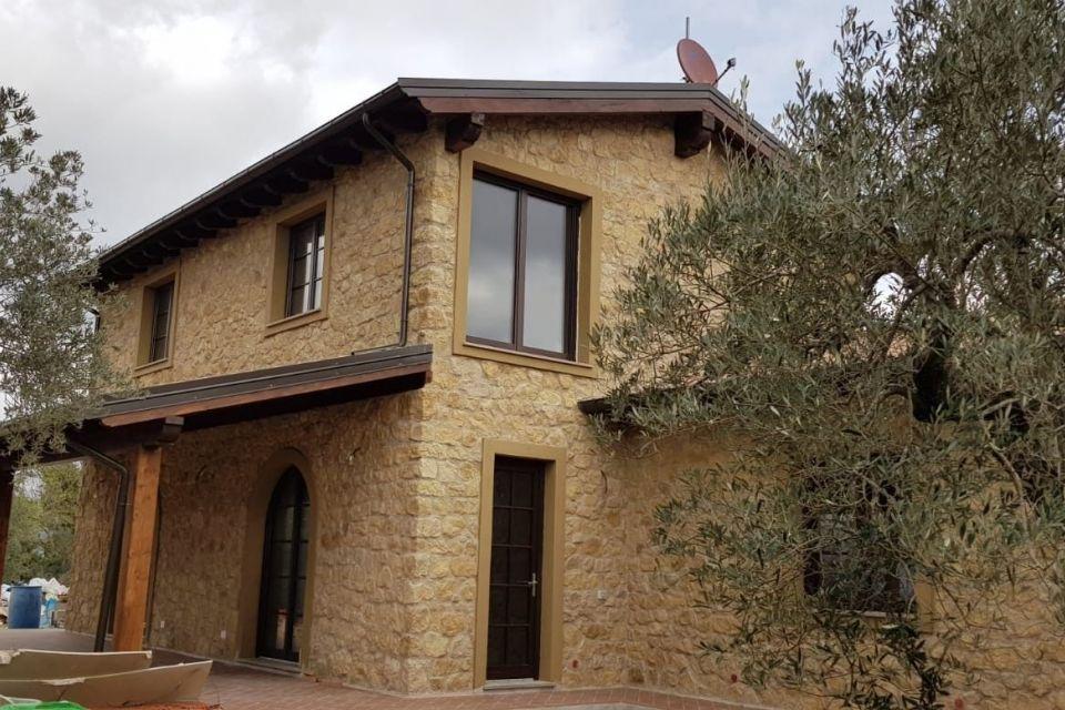 Casa in Legno in stile Classico: Villa Vaudano in stile casale Toscano