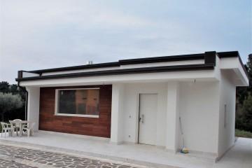 Realizzazione Casa in Legno Depandance di WOOD HOUSE