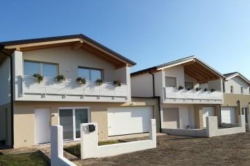 Modello Casa in Legno Villette a schiera trifamigliare di FBE Woodliving