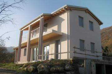 Realizzazione Casa in Legno Bifamigliare di FBE Woodliving