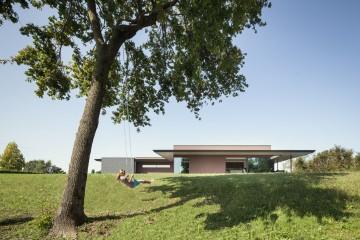 Realizzazione Casa in Legno VILLA BOSCO: bioarchitettura in dialogo con la natura di DomusGaia