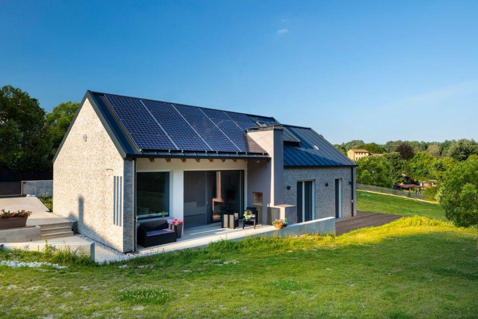 Casa in Legno in stile Moderno: Villa Ecologica in Xlam