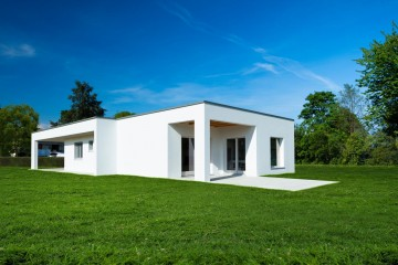 Realizzazione Casa in Legno Una villa in legno dal design minimalista. di Evoluthion