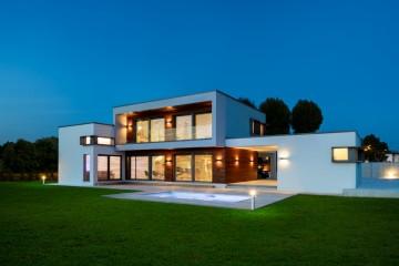 Realizzazione Casa in Legno Una villa in legno di grande fascino, seducente e moderna. di Evoluthion