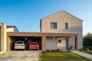 Realizzazione Casa in Legno UN EDIFICIO IN LEGNO SEMPLICE E COMPATTO di Evoluthion
