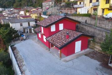 Realizzazione Casa in Legno VILLA IN X-LAM Comune di Feroleto Antico (CZ) di Angoli Legno &dilizia