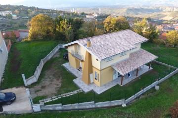 Realizzazione Casa in Legno VILLA  monofamiliare Comune di Cortale (CZ) di Angoli Legno &dilizia