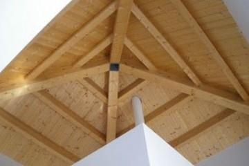 Realizzazione Casa in Legno Comunità Montana tetto legno lamellare certificato PEFC - FSC di BCL Bergamasca Costruzioni Legno