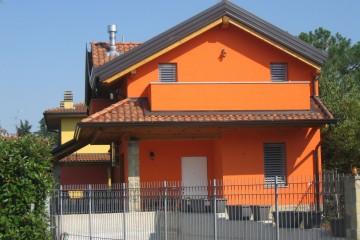 Casa in Legno Villa Bergamo tecnologia TIMBER FRAM legno lamellare certificato PEFC - FSC