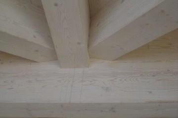 Realizzazione Casa in Legno Tetto legno lamellare certificato FSC - PEFC di BCL Bergamasca Costruzioni Legno