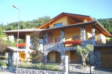 Realizzazione Casa in Legno Legno lamellare certificato PEFC FSC - provincia di Bergamo di BCL Bergamasca Costruzioni Legno