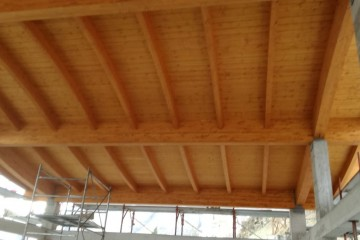 Realizzazione Casa in Legno Struttura ricettiva legno lamellare TETTO CURVO  - Certificato PEFC FSC Provincia di Bergamo di BCL Bergamasca Costruzioni Legno