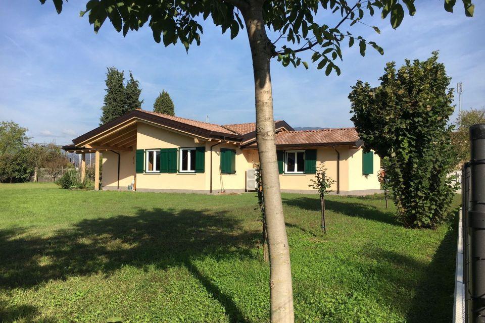 Casa in Legno in stile Classico: AL Salice