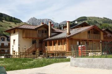 Realizzazione Casa in Legno Al Plurifamilaire a Santo Stefano di Cadore di Architettura Lamellare srl