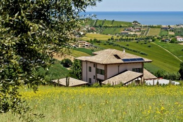 Realizzazione Casa in Legno Al L'orso e L'ape di Architettura Lamellare srl