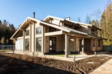 Casetta di Legno struttura in travi di legno lamellare (abete, larice e cedro siberiano) di HEALTHY LIFE HOUSES & WHEELS HOUSES