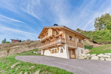 Chalet di Legno casa ricostruita di HEALTHY LIFE HOUSES & WHEELS HOUSES