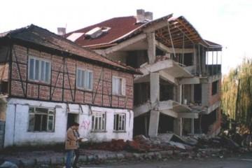 Chalet di Legno strutture in travi lamellari nelle zone sismiche di HEALTHY LIFE & WHEELS HOUSE