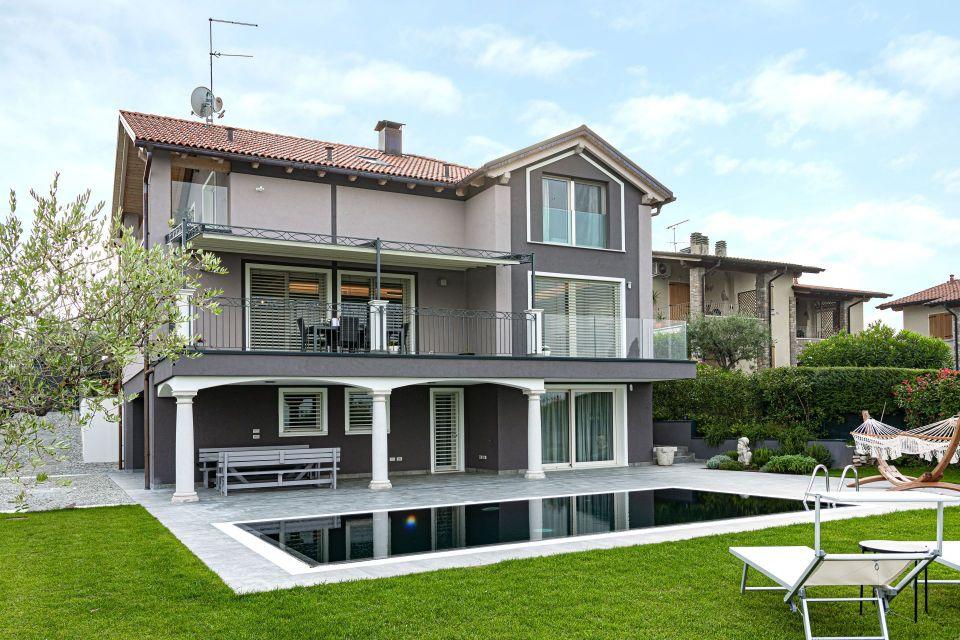 Casa in Legno in stile Classico: Panorama 360