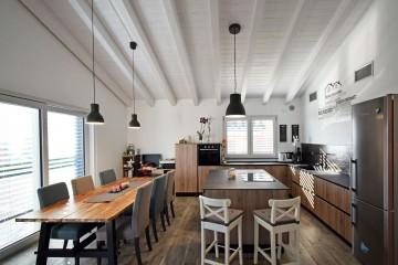 Realizzazione Casa in Legno Villa classica in legno a Givoletto (TO) di Marlegno | Innovazione sostenibile