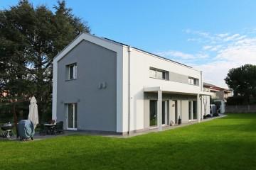 Realizzazione Casa in Legno Villa moderna in legno a Meda (MB) di Marlegno | Innovazione sostenibile