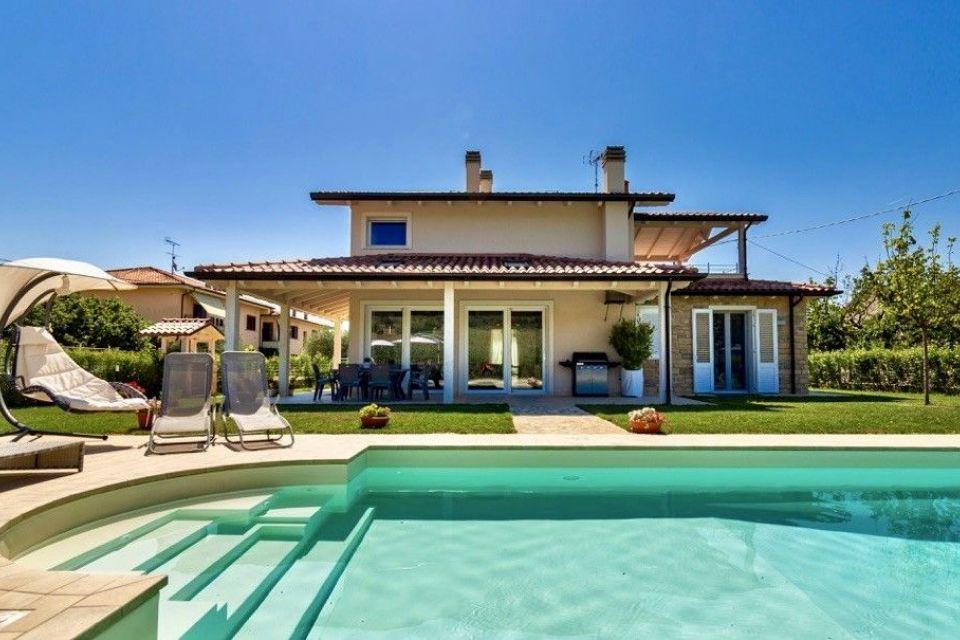 Casa in Legno in stile Classico: Casa in legno Villa Beatrice