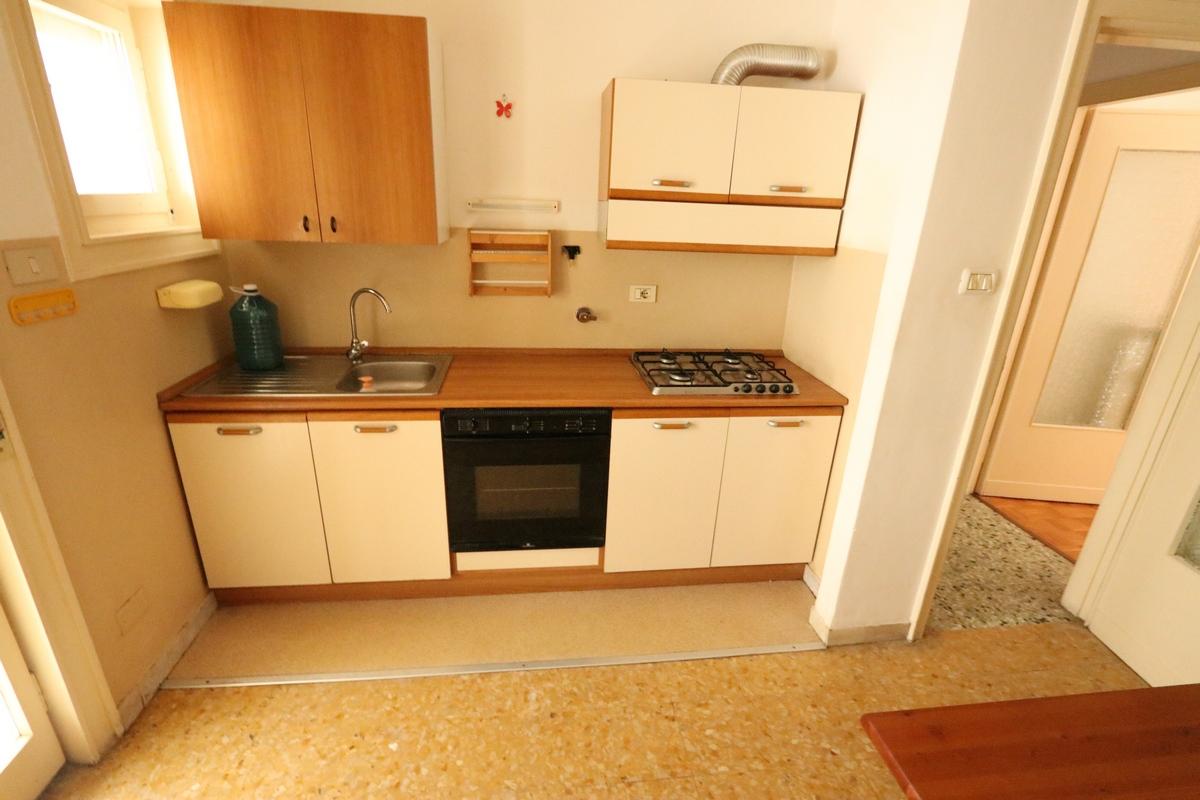 Appartamento monolocale in vendita a trieste annunci for Mobilio completo casa
