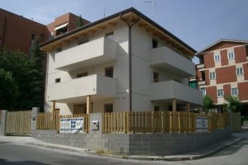Realizzazione Casa in Legno Casa bifamiliare su due piani di RIKO-HISE srl - Arch. Daniele Bonzi