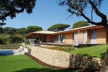 Realizzazione Casa in Legno Villa saint tropez di RIKO-HISE srl - Arch. Daniele Bonzi