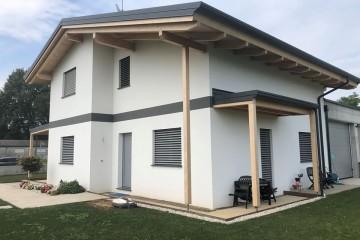 Realizzazione Casa in Legno Casa a due piani italia di RIKO-HISE srl - Arch. Daniele Bonzi