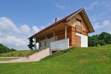 Realizzazione Casa in Legno CASA IN COLLINA di RIKO-HISE srl - Arch. Daniele Bonzi