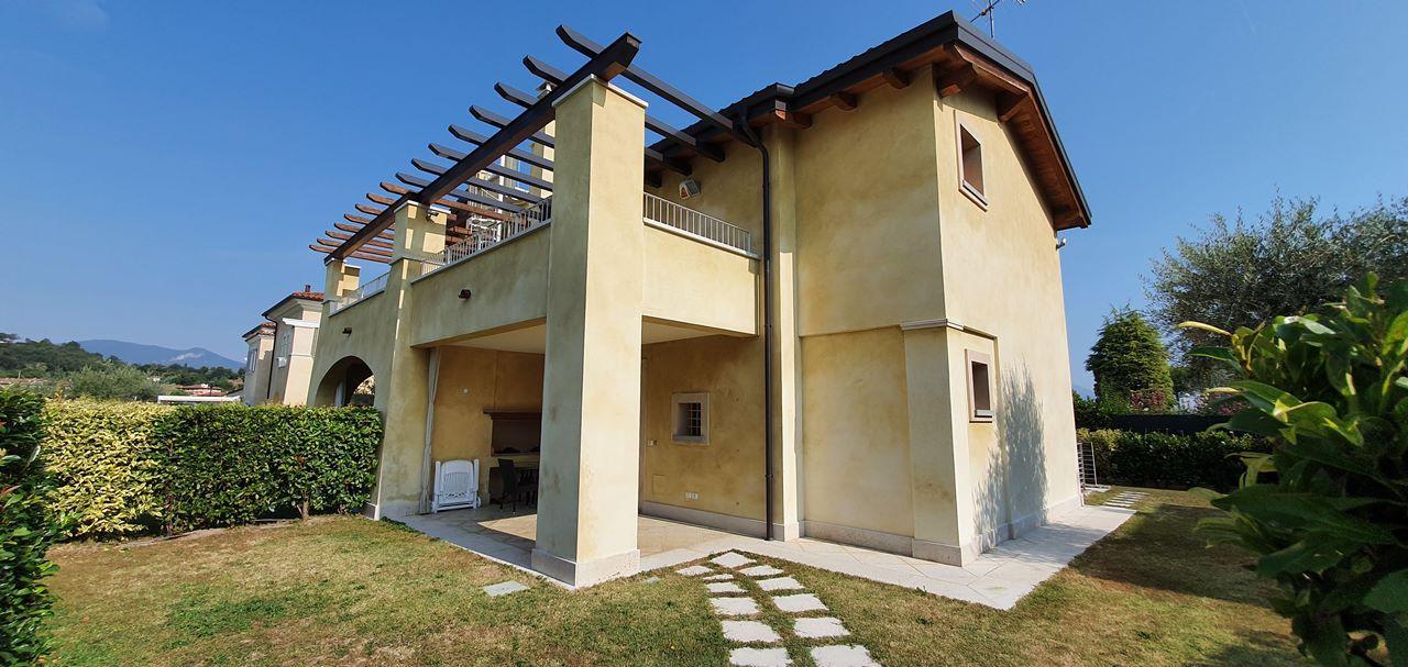 Villa bifamiliare in Vendita Manerba del Garda