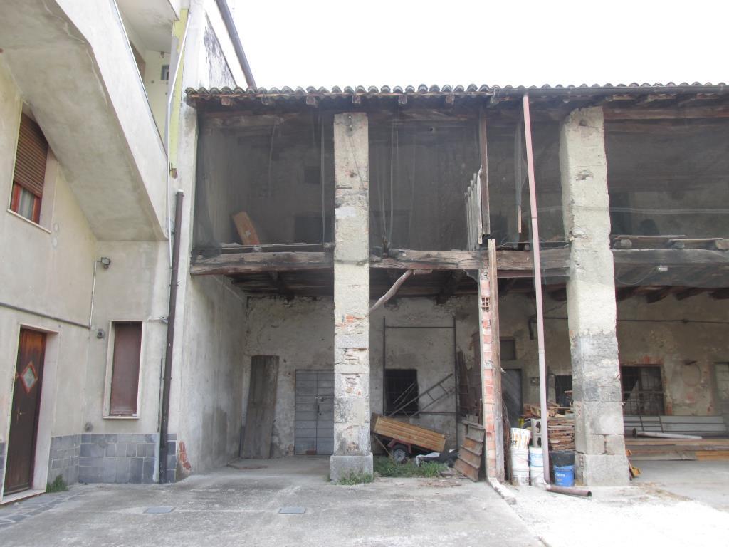 Rustico/Casale/Corte in Vendita Albese con Cassano