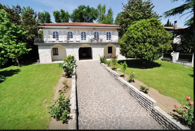Villa singola San Felice Del Benaco FRONTE SPIAGGIA