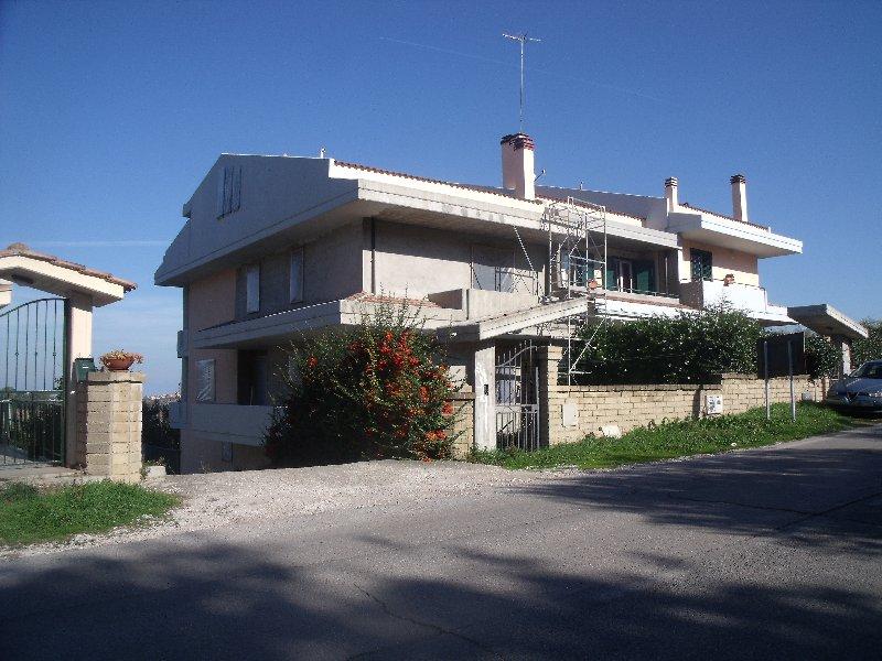 Villa o villino Cupello 153MC